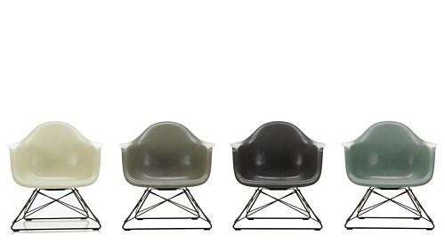 Vitra Eames LAR Fiberglass loungestoel met zwart onderstel-Raw Umber